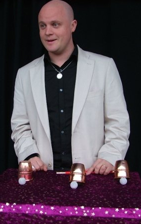 Tom Stevens - Stage Magic Show